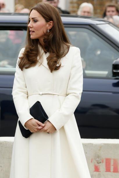 Un atuendo monocromático como este te hará ver elegante. Kate optó por c...
