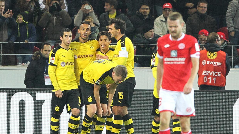 El Dortmund festeja su segundo gol.