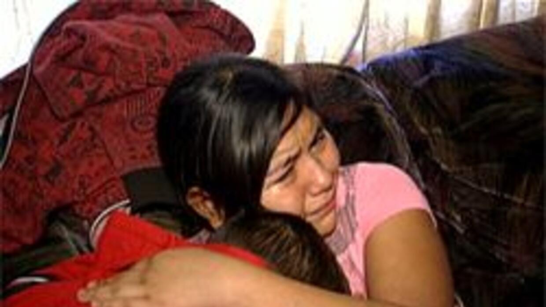 Los pequeños lloran la ausencia de sus padres en el Día de Acción de Gra...