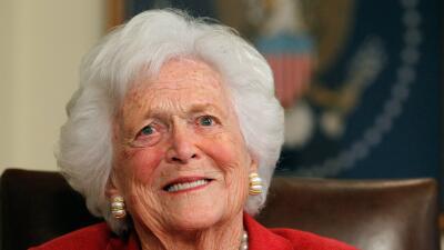 ¿Por qué las redes sociales se llenaron de perlas tras la muerte de Barbara Bush?