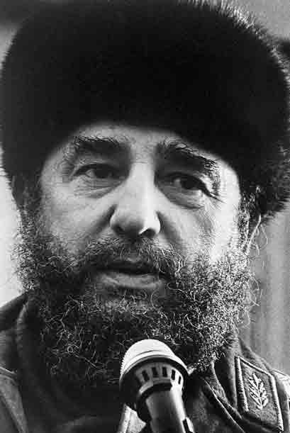 Para 1970, Castro había entregado su suerte al bloque soviético y se hab...