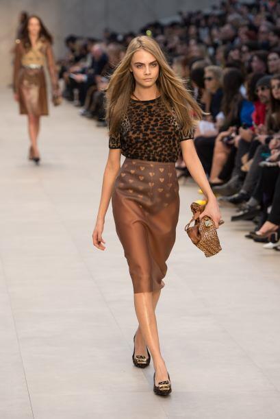 Las faldas con transparencias son un 'must' otoñal mega 'hot'.  Los colo...