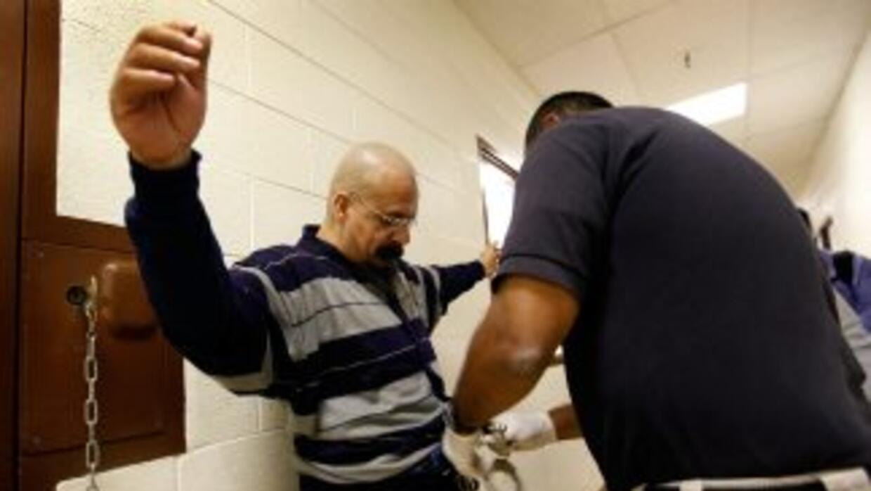 Según CHIRLA, siete de cada 10 inmigrantes deportados por el DHS en los...