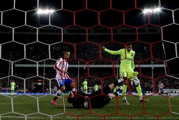 Por si eso fuera poco, antes de que terminara la primera mitad Neymar le...