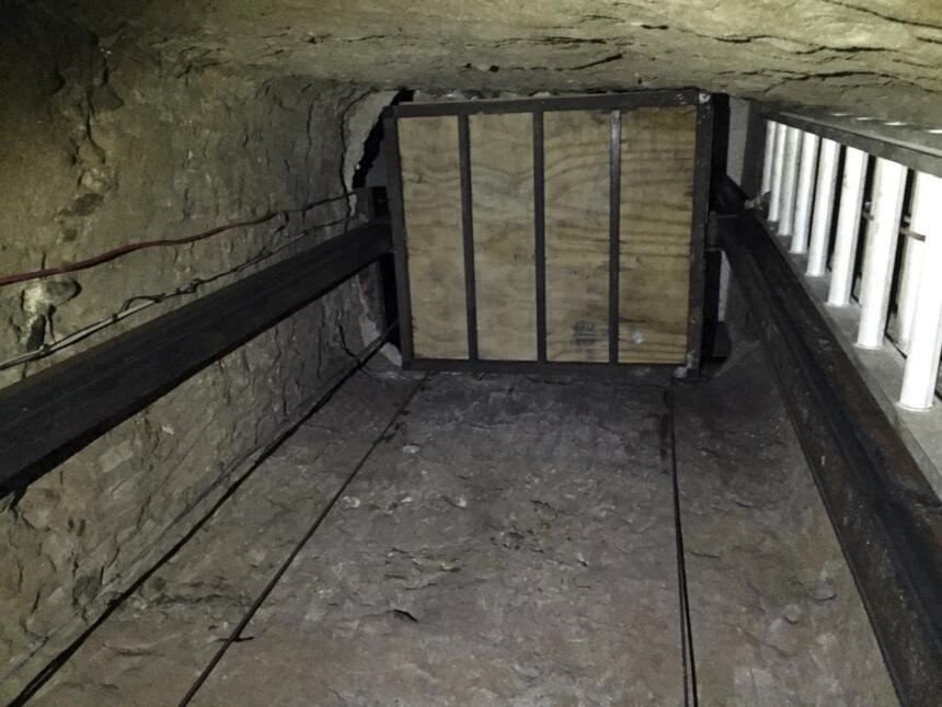 Ascensor empleado por los traficantes para mover la droga por el túnel