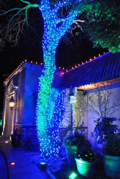 El exterior de este restaurante mexicano es todo un manjar visual nocturno.