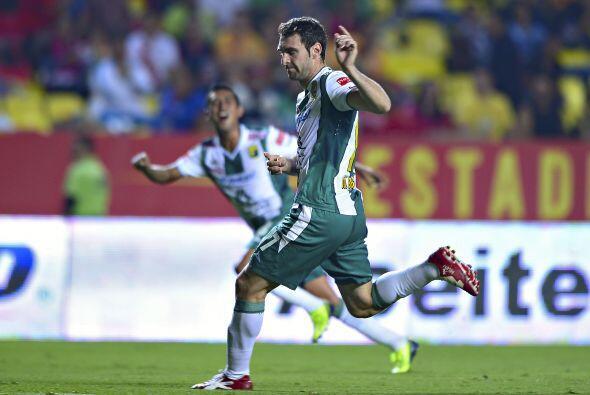 Mauro Boselli marcó el 2-0 con un disparo de fuera del área que sorprend...