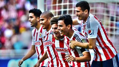 Chivas goleó 3-0 a Leones Negros en el Apertura 2014
