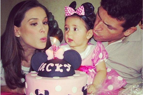 La hija de Jacqueline Bracamontes y su esposo Martin Fuentes cumplió un...