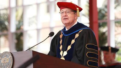 Renuncia el presidente de USC acusado de ignorar los abusos sexuales del ginecólogo del campus