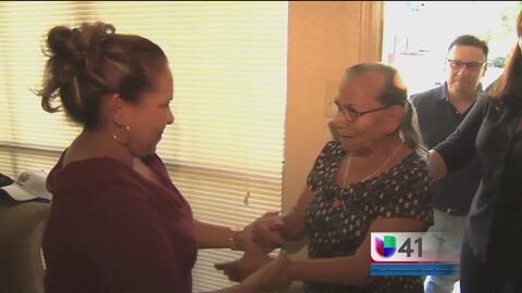 Mujer inmigrante se reencuentra con su madre después de 20 años