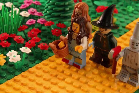 Un gran trabajo por parte de este pequeño fan de las piezas de Lego.