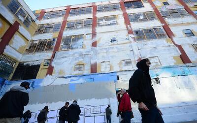 Zona de 5Pointz cuando los grafitis fueron borrados con pintura blanca e...
