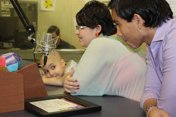Luis Enrique, Azarah y su mamá escuchan a Roxana y José Antonio.  No hay...