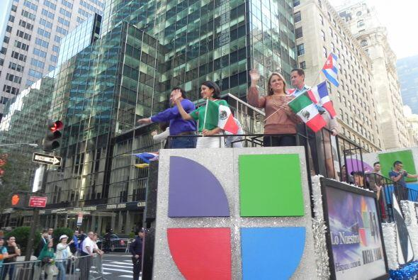 Univision 41 en el desfile de la Hispanidad de683c8858e1498683bff95ef409...