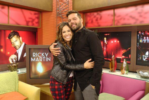 Karla aprovechando la visita de Ricky Martin.