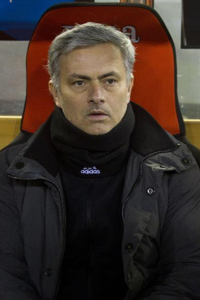 Mourinho volvió a mostrarse serio en la banca luego del empate ma...