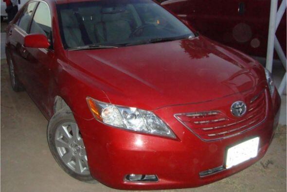 También un auto Toyota con placas de circulación de San Luis Potosí.