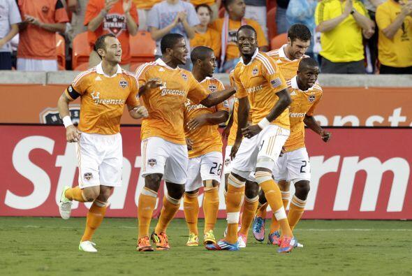 Houston Dynamo aprovechó su condición de local ante Philadelphia para ve...