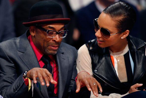 Alicia Keys, quien estará a cargo del show de medio tiempo, junto con el...