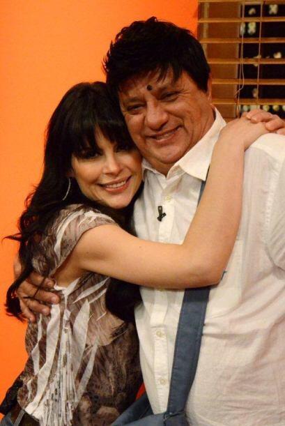 María Raquenel disfrutó de la actuación y no perdió la oportunidad de ab...