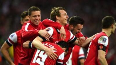 Arsenal necesito de la suerte de los penaltis para eliminar al Wigan.