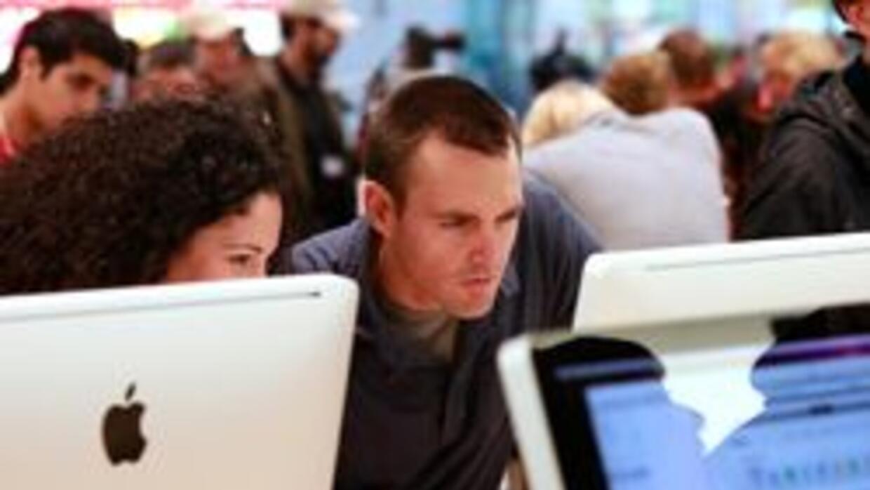 Alertan sobre robos a clientes de tienda Apple en Manhattan Beach 2c1d0e...