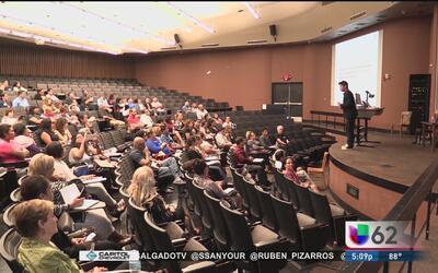 Universidad de Texas realiza la primera Conferencia de Negocios en español
