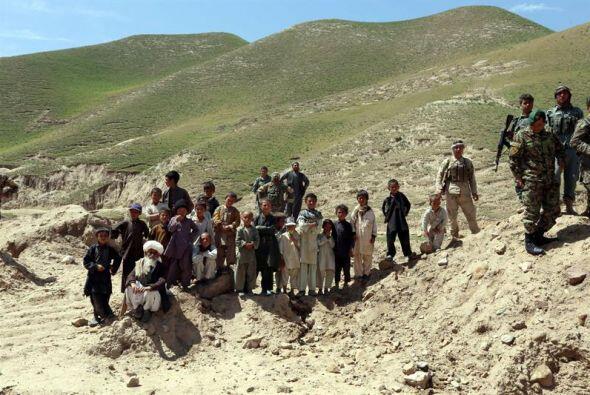 Afganos afectados por las inundaciones esperan ayuda en Baghdis , Afgani...