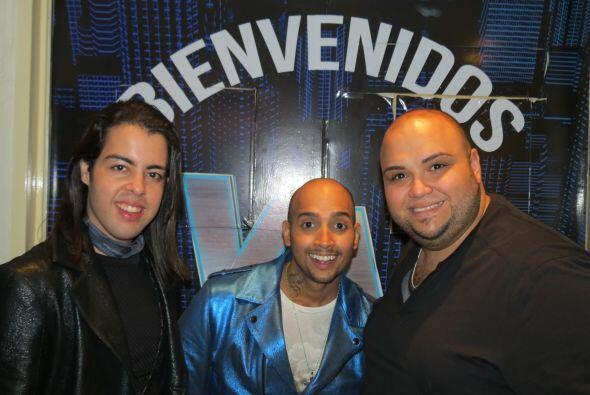 Raúl con José y Ricardo en la entrada del foro.
