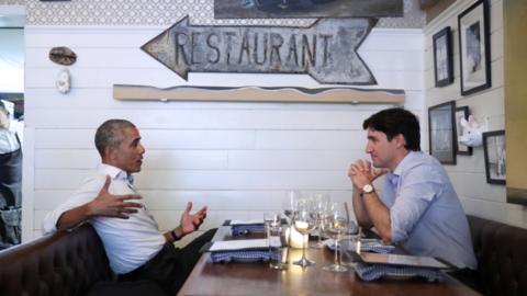 A las 9:37 de la noche, el Primer Ministro canadiense  Justin Trudeau de...
