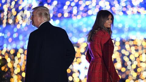 Donald y Melania Trump en un evento navideño en la Casa Blanca a...