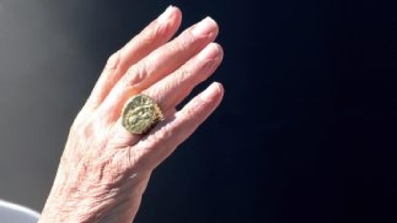 El Papa Benedicto XVI renunció al trono de San Pedro para dar paso a la...