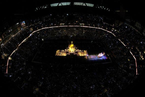 Las luces se apagaron para recibir a 'La Reina del Pop'.