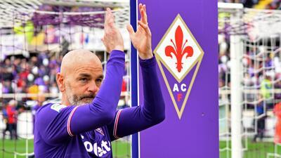 Técnico de la Fiorentina le rinde homenaje a Astori con un tatuaje