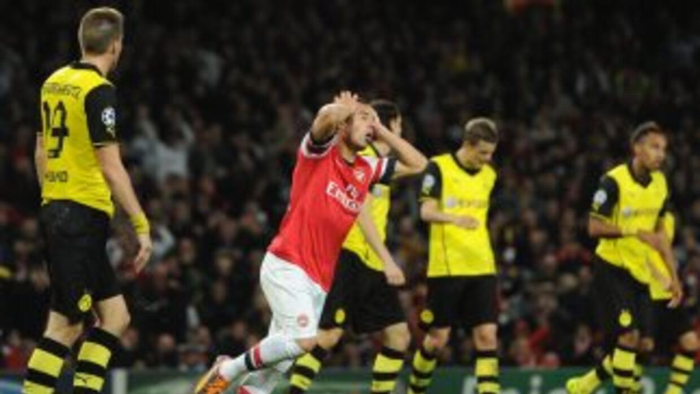 El español Cazorla aparece lamentando la derrota de los 'Gunners'.