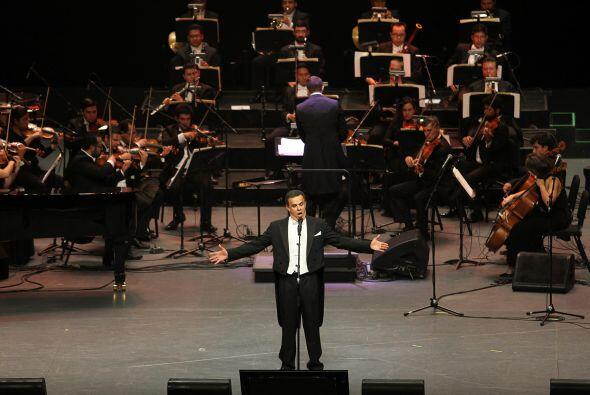 El tenor Fernando de la Mora se presentó en el Auditorio Nacional en el...