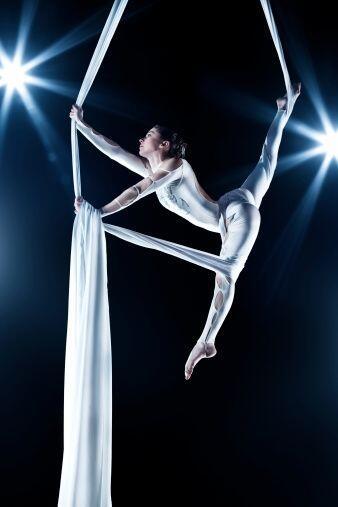 Entre los tantos beneficios que te aporta la danza aérea se encuentra ¡l...