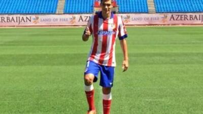 El delantero mexicano fue presentado oficialmente. (Twitter)