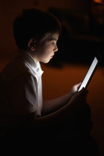 Ya no es raro que los niños y jóvenes se vayan a la cama escuchando músi...