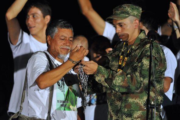 Aunque las FARC anunciaron desde abril de 2009 la liberación unilateral...
