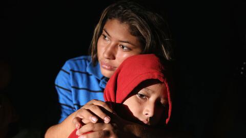 Lorena Arriaga y su hijo Jason Ramírez detenidos por la Patrulla Fronter...