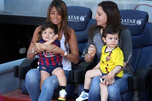 Antonella y su hijo volvieron a sus lugares para disfrutar del juego.Mir...