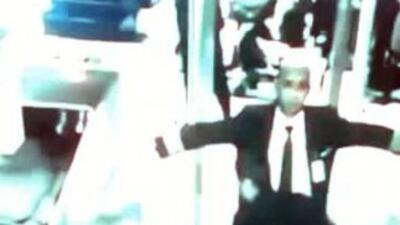 Piloto Zaharie Ahmad Shah al ser revisado