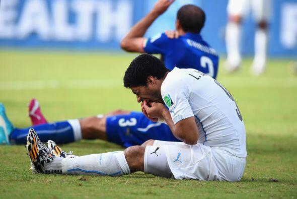 La última y más memorable imagen de Luis Suárez en Brasil es la del dela...