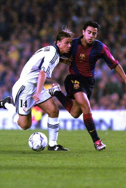 Y Xavi, finalmente, se quedó en el Barcelona. Jugó de pivote siendo una...