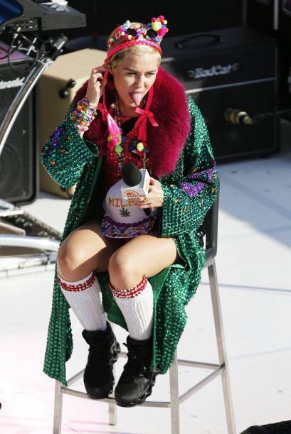 El día que no veamos a Miley Cyrus enseñar la lengua, en verdad que nos...