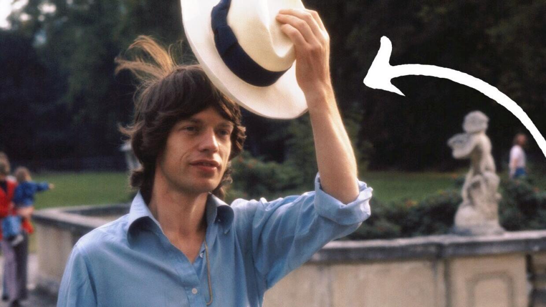 Mick Jagger usando el emblemático sombrero panameño.