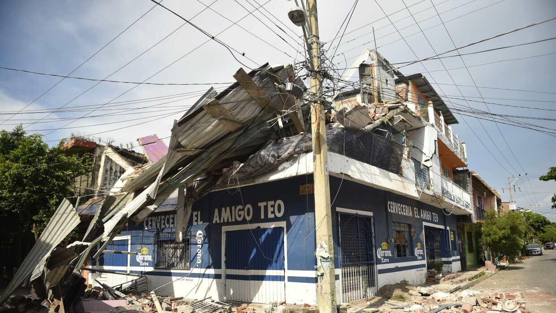 Una vista de los daños ocasionados por el terremoto de 8.2 Richter en Ju...
