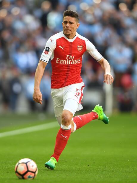Del Arsenal podría irse el brasileño Gabriel Paulista, quien estaría sie...